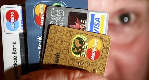 Visa y MasterCard puede ver amenazados sus negocios por el pago móvil como Apple Paid,, Samsung, Huawei o ZTE Paid.