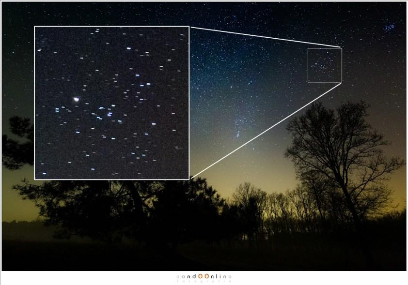 Deze foto van de sterren in het Zuiden aan de hemel is gemaakt met een sluitertijd van 30 sec en 17mm brandpunt op een fullframe camera. Volgens de regel van 600 zou max 35 sec sluitertijd gebruikt mogen worden. Toch zijn er streeptjes in plaats van stipjes. Sterren en geen sterrensporen: de regel van 600