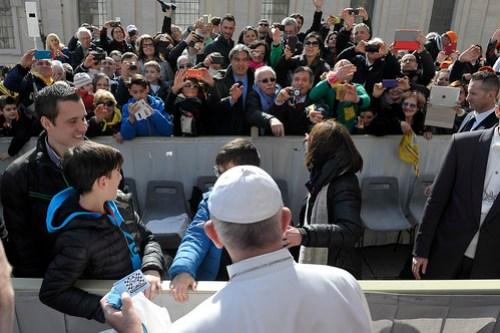 La consegna della tessera di socio al Santo Padre