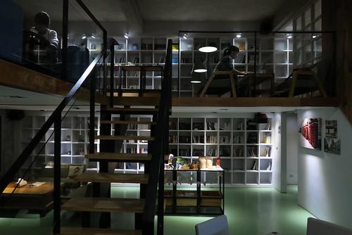 【咖啡館】台東「墾墨咖啡館」:夾層設計的空間(11.6ys)