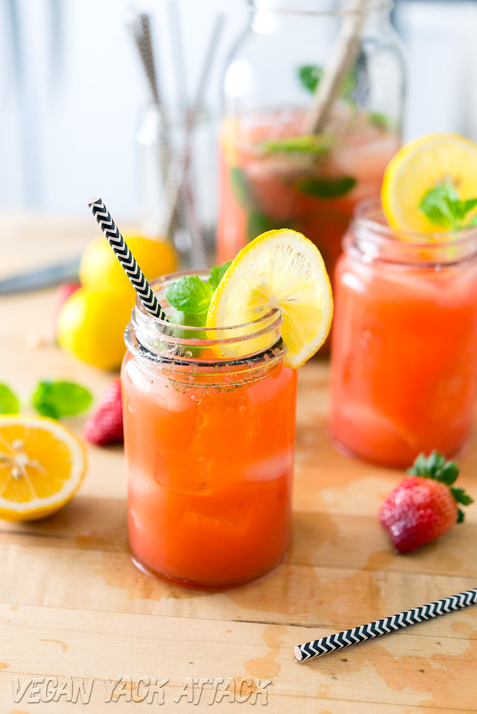 Boozy Mint Strawberry Lemonade - Easy, delicious and perfect for Spring!