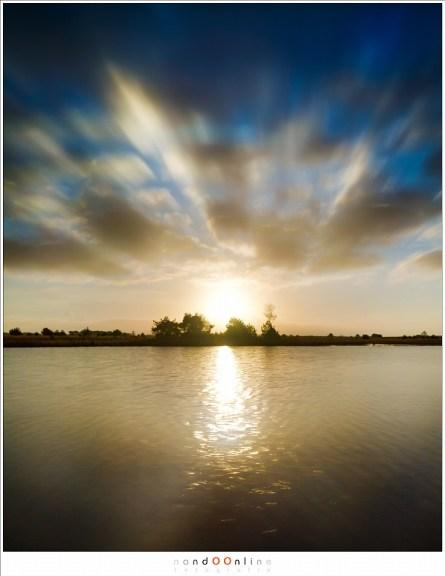 Oogverblindend fel, zo fel dat de wolken er vandaan lijken te spoeden. Of er naar toe. Kunnen jullie zien wat het is? (24mm - ISO100 - f/11 - t= 1/5 - Haida ND3,0 i.c.m. soft GND0,9)