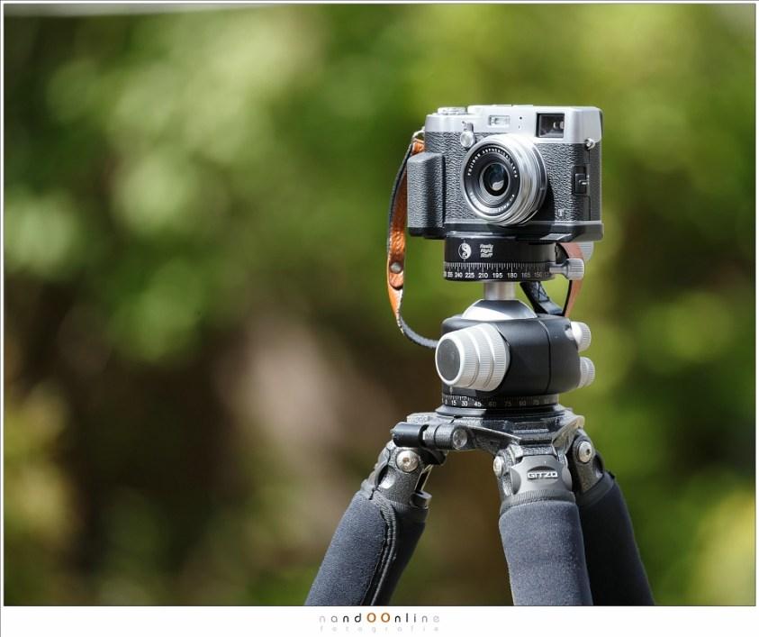 Een camera van nog geen 500 gram op een statief en balhoofd dat 23 kilogram kan dragen is overdreven. Alleen het balhoofd weegt al meer dan de camera.