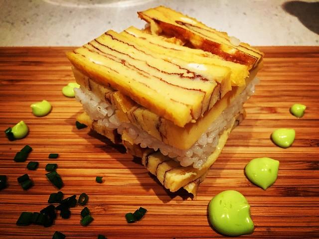 Tamago sobre sushi-meshi