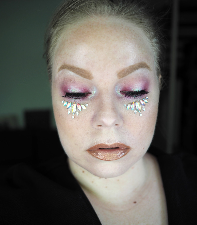 tomorrowland festival makeup festarimeikki