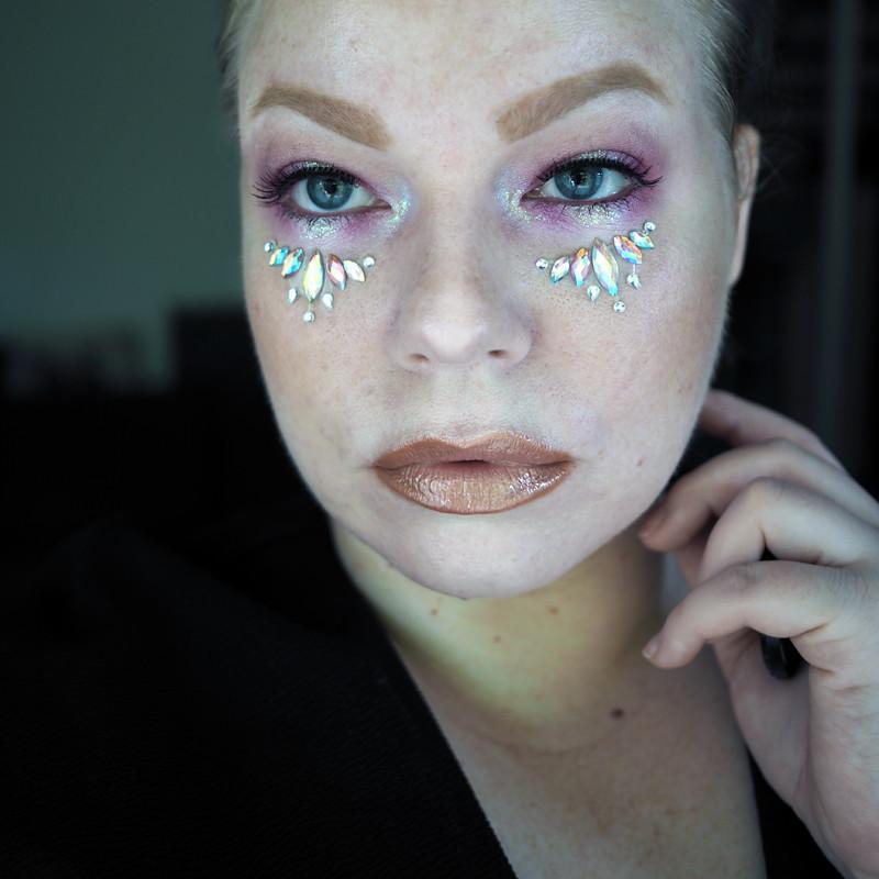 tomorrowland festival makeup festarimeikki