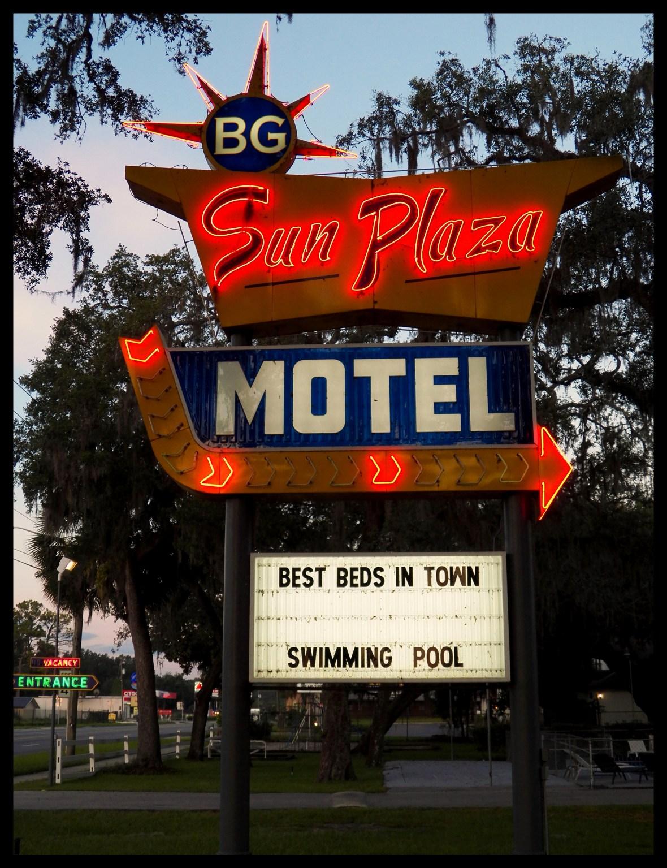 BG Sun Plaza Motel - 5461 East Silver Springs Boulevard, Silver Springs, Florida U.S.A. - July 8, 2017