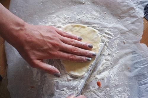 Mini gluten free strawberry rustic pies: making the pie crust
