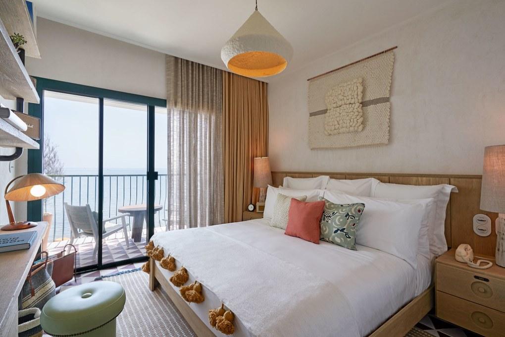 בית מלון על החוף בברצלונה LITTLE HOUSE ON THE BEACH BARCELONA