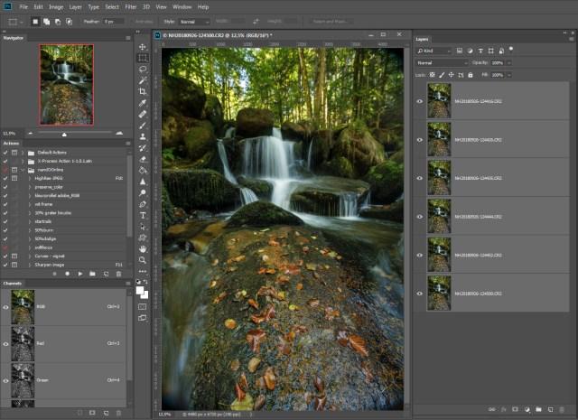 Stap 3 = alle foto's zijn als lagen in Photoshop geladen. Doe je dit niet via Lightroom maar met losse bestanden op je harde schrijf, dan zul je dit handmatig moeten doen.