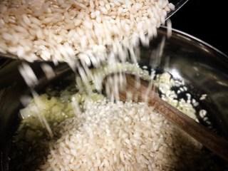 Elaboración del Risotto alla milanese. Chef Koketo