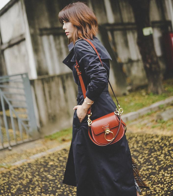 ▌Outfit ▌Burberry Chelsea 風衣午夜藍,真的不是夜太黑 + Chloe Tess Bag