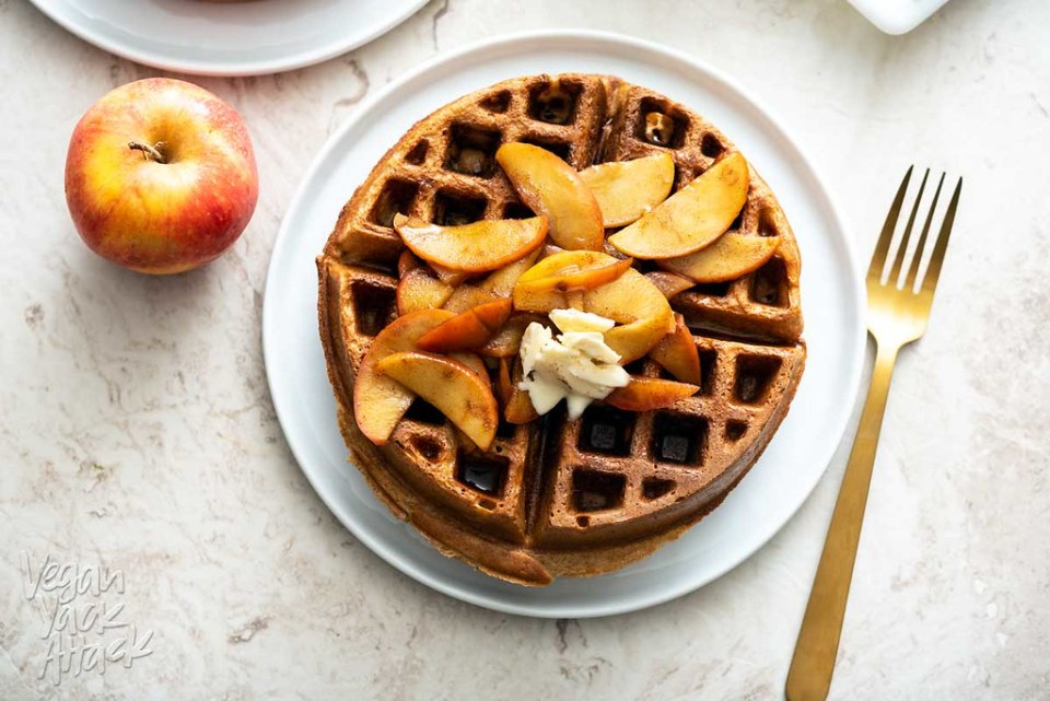 These spiced Chai Waffles with Cinnamon Apple Topping are the perfect fall brunch meal! Plus, they're vegan and soy-free. #vegan #breakfast #nutfree #veganyackattack