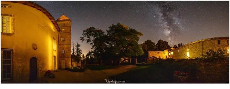 Laat de wijn of het bier even staan, stap naar buiten in de tuin van Chateau Folgoux, en fotografeer de Melkweg. Dit kan op elke maanloze, onbewolkte avond.