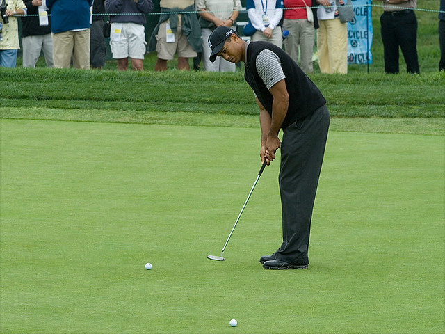 Tiger Putts  A view of Tiger Woods putting on the 8th