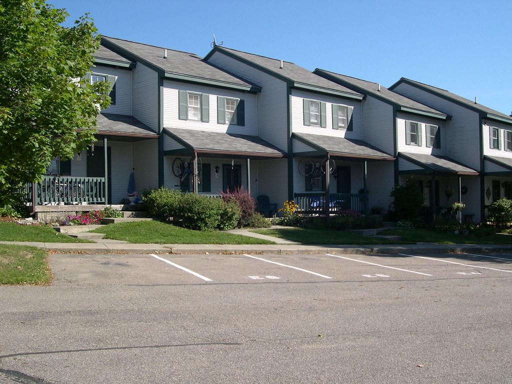 Lyman Meadow Condominiums Hinesburg VT  Description