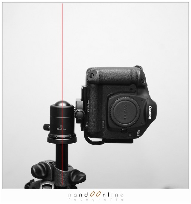 Fotograferen in de portrait stand hoeft geen probleem te zijn, maar hou er rekening mee dat de camera (met objectief)
