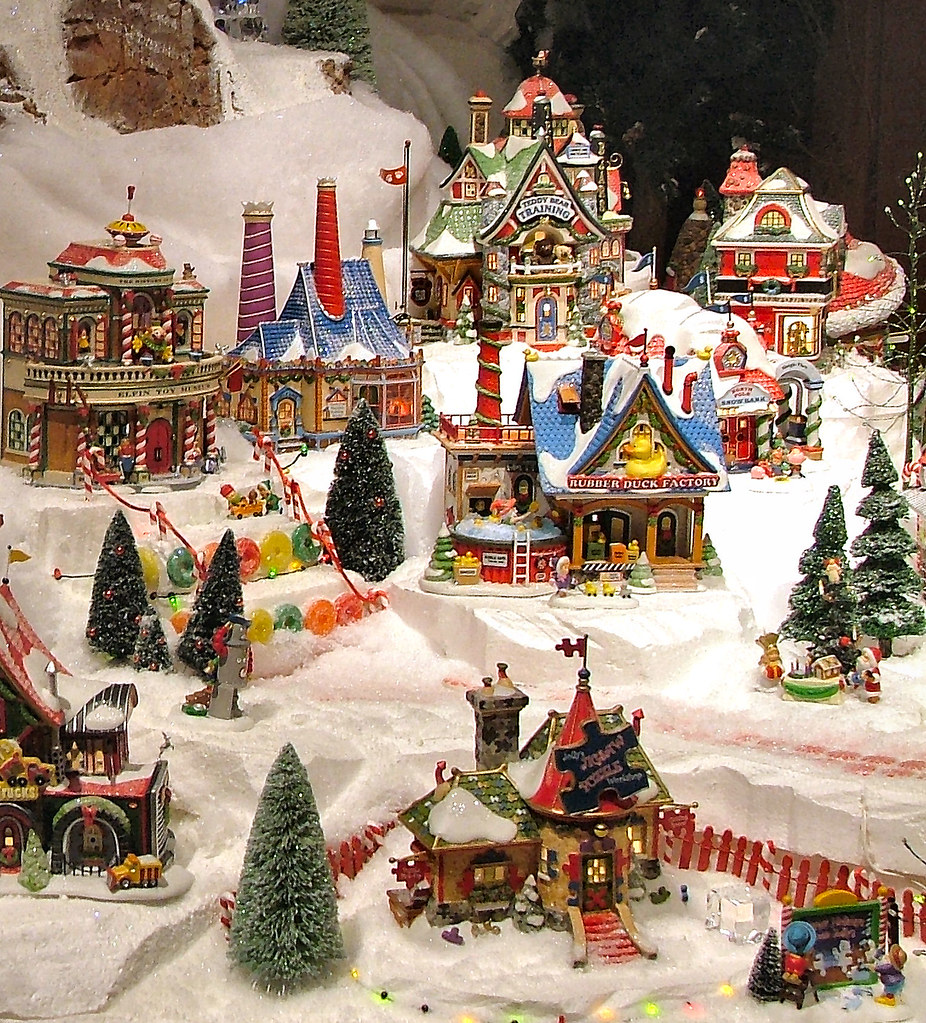 Department 56  North Pole Series Display  Olde World