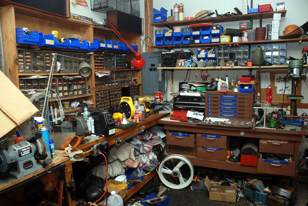 Dan S Messy Workbench There S A Workbench Under There