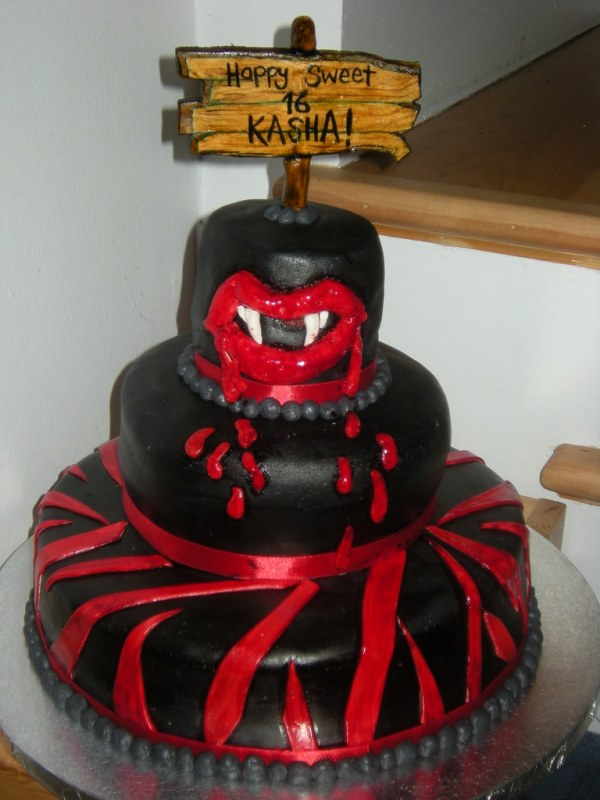 Vampire teeth cake Tanya de Maurivez Flickr