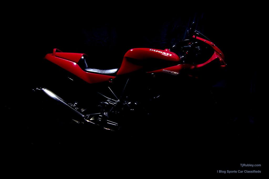 Ducati 750 SuperSport Wallpaper  A little speedlight a