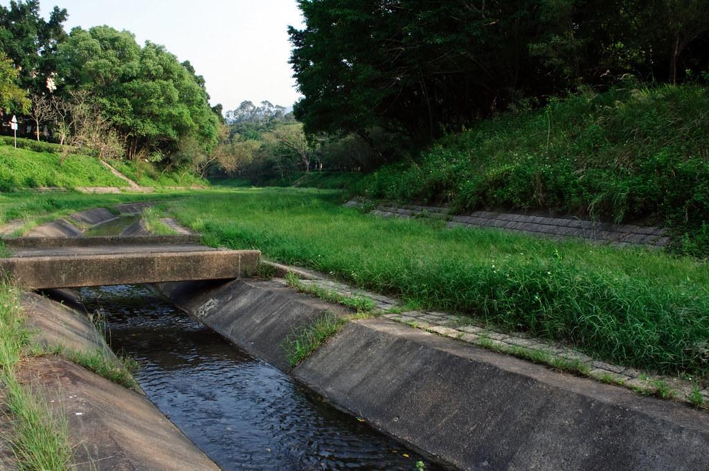 梅樹坑公園 | 及錦石新村,公園建於1991年,佔地達2.25公頃,成狹長形沿林村河畔伸展。公園內建有步行徑,緩 ...