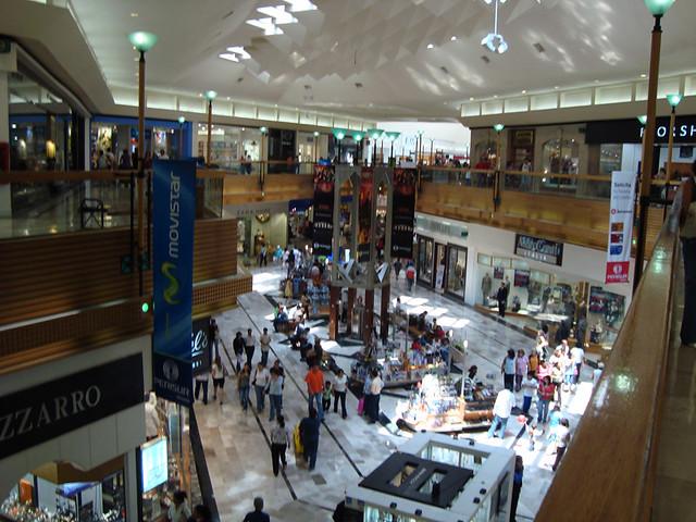 Interior De Plaza Perisur Con Alrededor De 270 Tiendas