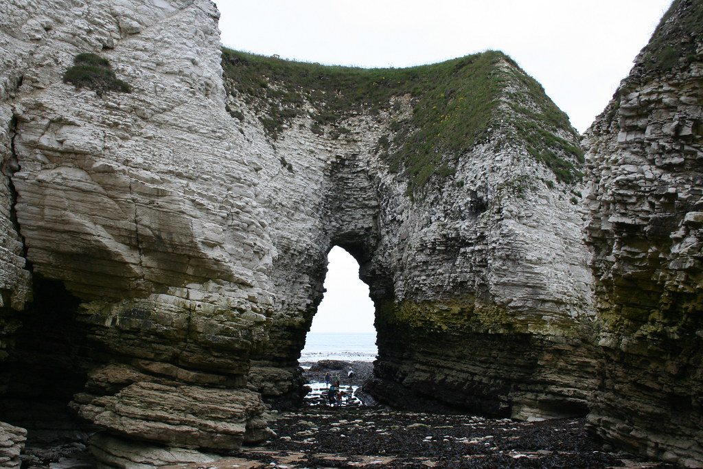 Selwick Bay  Molk Hole Arch  Looking out to sea  www