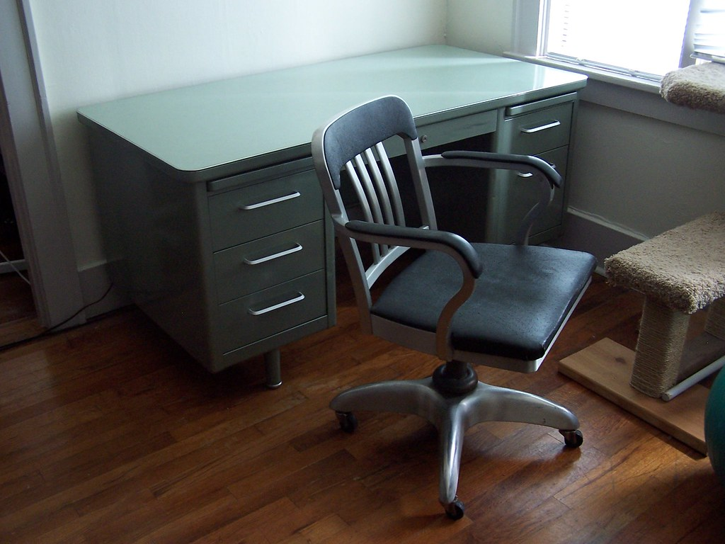Craigslist Office Chair Steelcase Tanker Desk And Goodform Chair Craigslist Finds