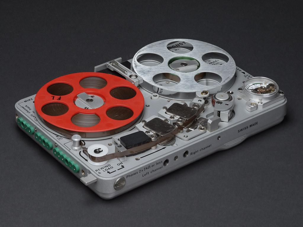 Nagra SNST Recorder  Nagra SNST a miniature reeltoreel