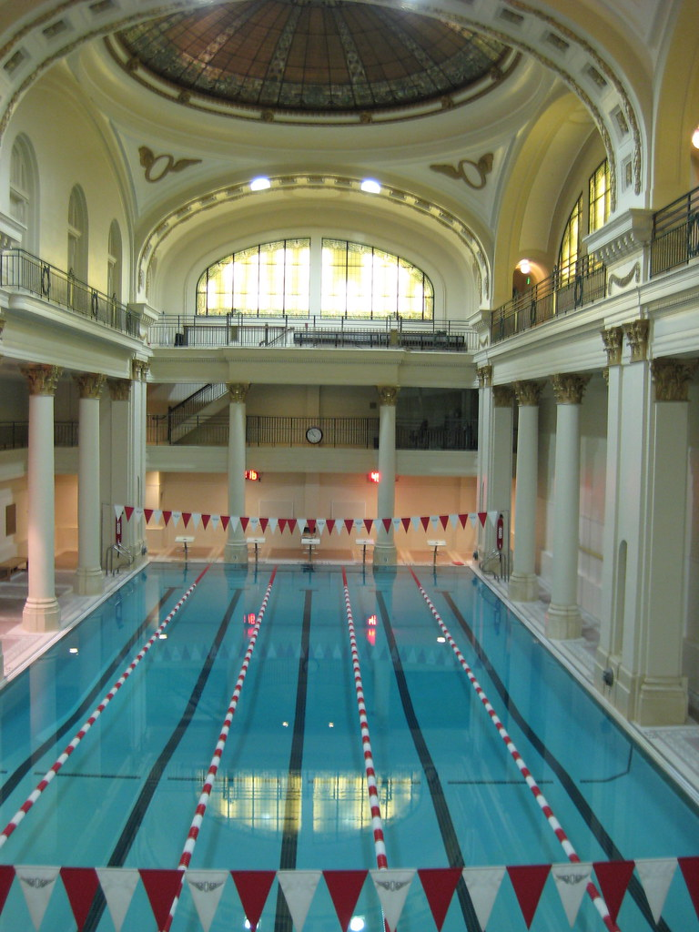 The pool in the Olympic Club   Photos from