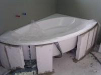 Einmauern der Badewanne (28.3.2008) | Ein Installateur der ...