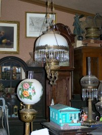antique lamps,and doll house