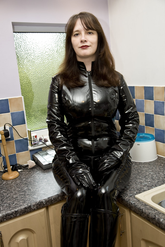 final image  Linda as catwoman New catsuit  traveller