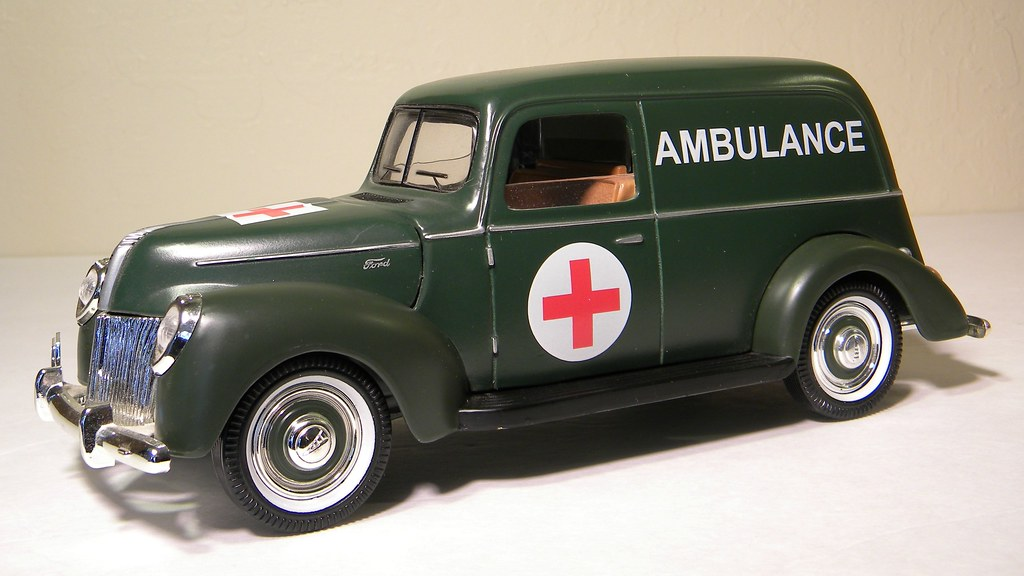 1940 Ford Ambulance Bank Golden Wheels 118th Scale Diec