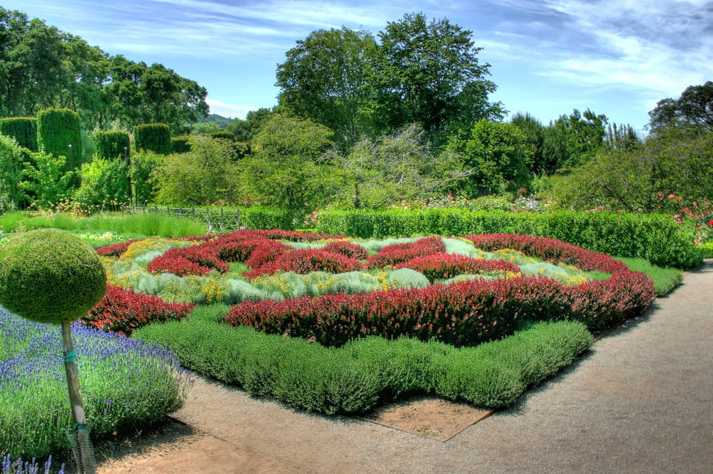 Knot Garden  From Wikipedia A knot garden is a very