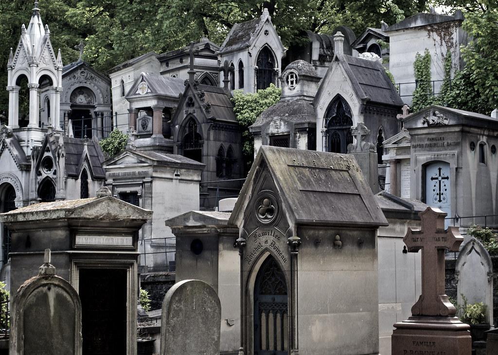 Fall Graveyard Cemetery Wallpaper Montmartre Cemetary Paris Montmartre Cemetery Is A