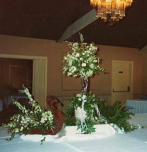 Swan and topiary buffet table flower arrangement by Beikma
