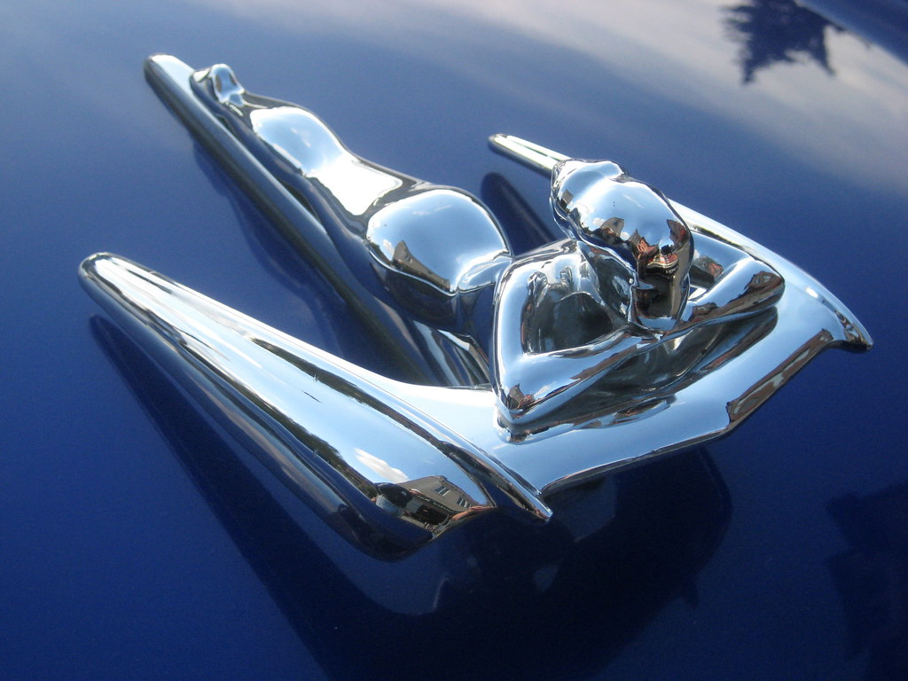 what is a hood ornament