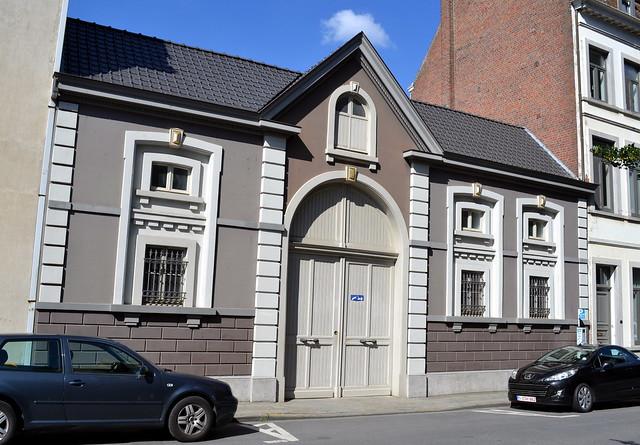 OnzeLieveVrouwestraat 40 Kortrijk  Dit koetshuis aan