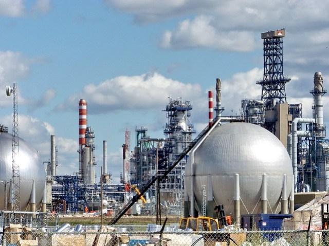 edm09h049 Petro-Canada Oil Upgrader, Edmonton Alberta 2009