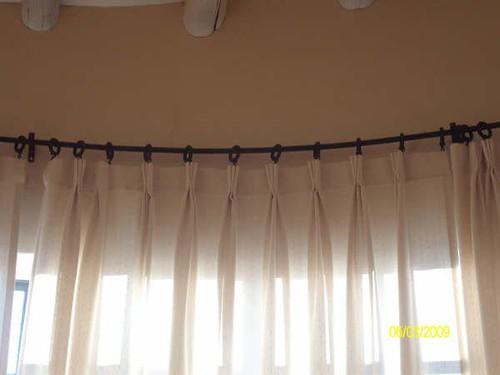 Cortina para ventana bow window  La cortina tiene