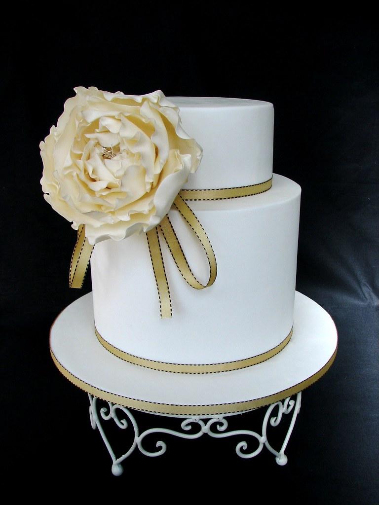 golden rose wedding cake  double height bottom tier