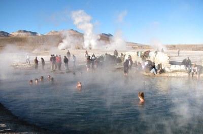 Un baño calido en los Geysers del Tatio - San Pedro de Ata ...