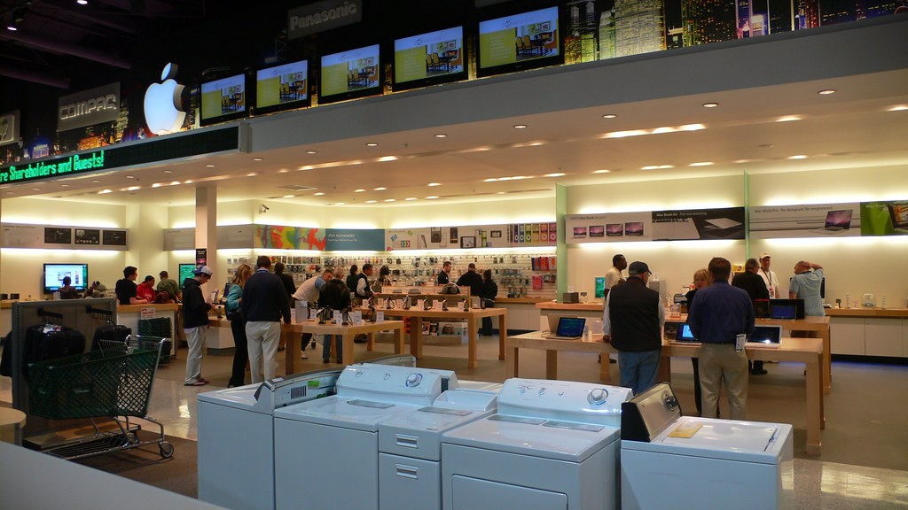 Apple Store in Nebraska Furniture Mart at Berkshire Hathaw