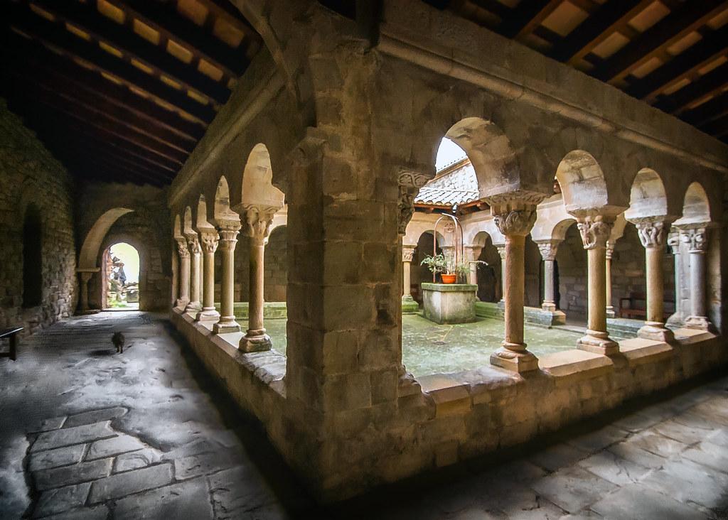 Claustro de Santa M de Llua  Joya del romnico lombardo