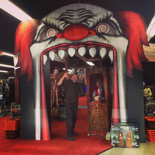 HUGE Scary Clown Arch as you Enter the Spirit Shop Hallowe