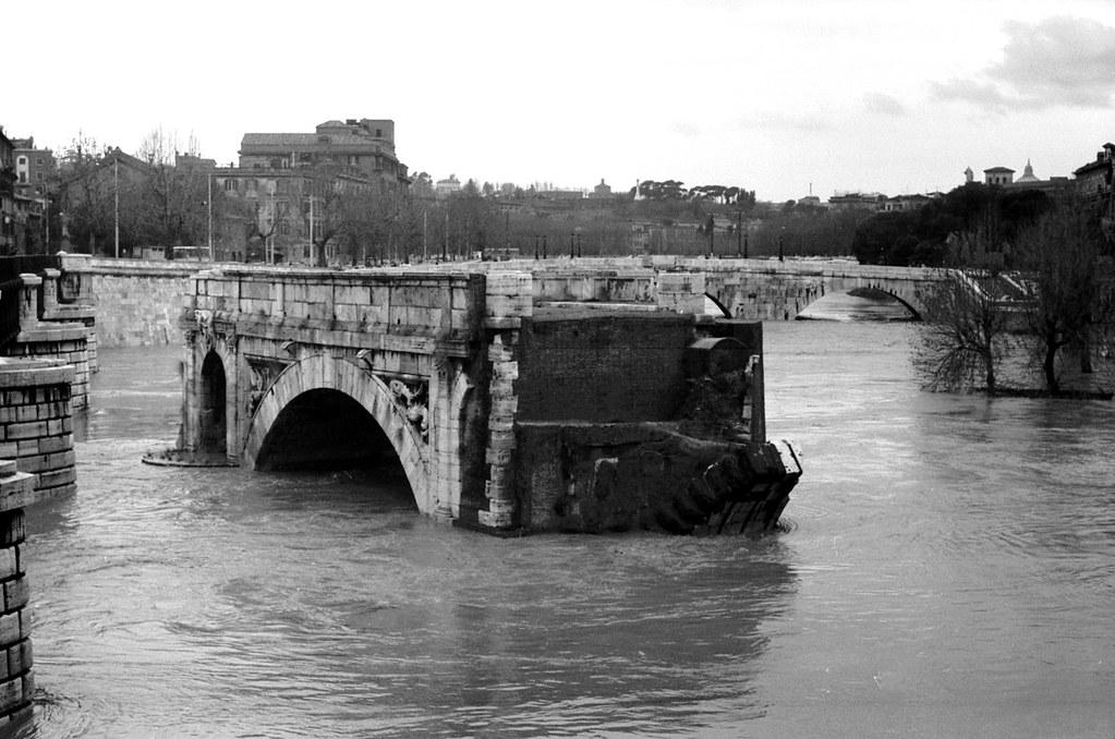 Alluvione a Roma  Il Ponte Rotto  Piena del Tevere