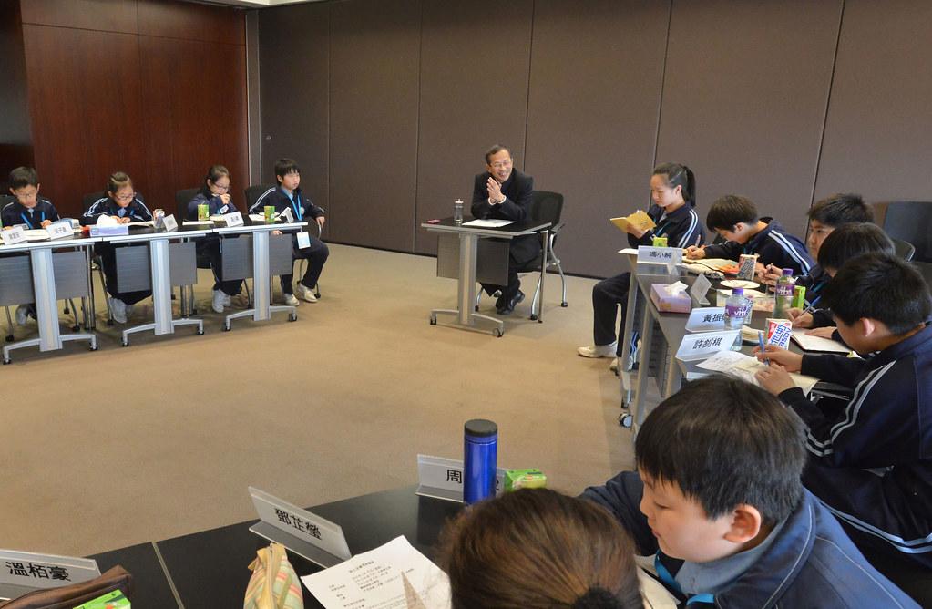 立法會主席曾鈺成議員與鴨脷洲街坊學校的學生會面Hon Jasper TSANG Yok-sing, Presiden… | Flickr