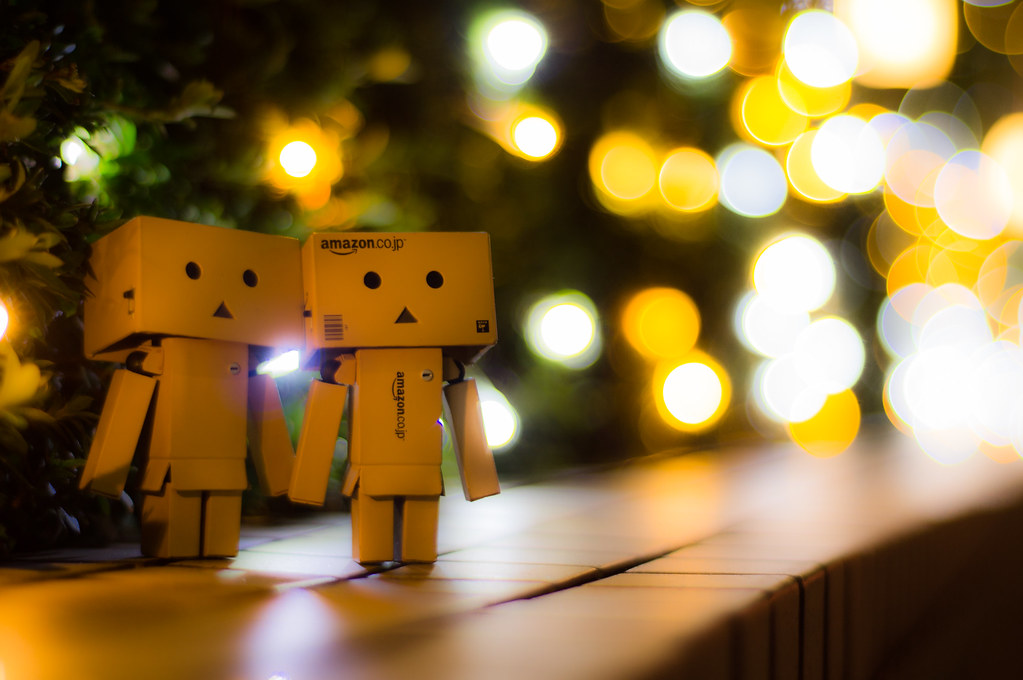 A Cute Couple Wallpaper A Night For Two Danbo Always Looks Great With Light
